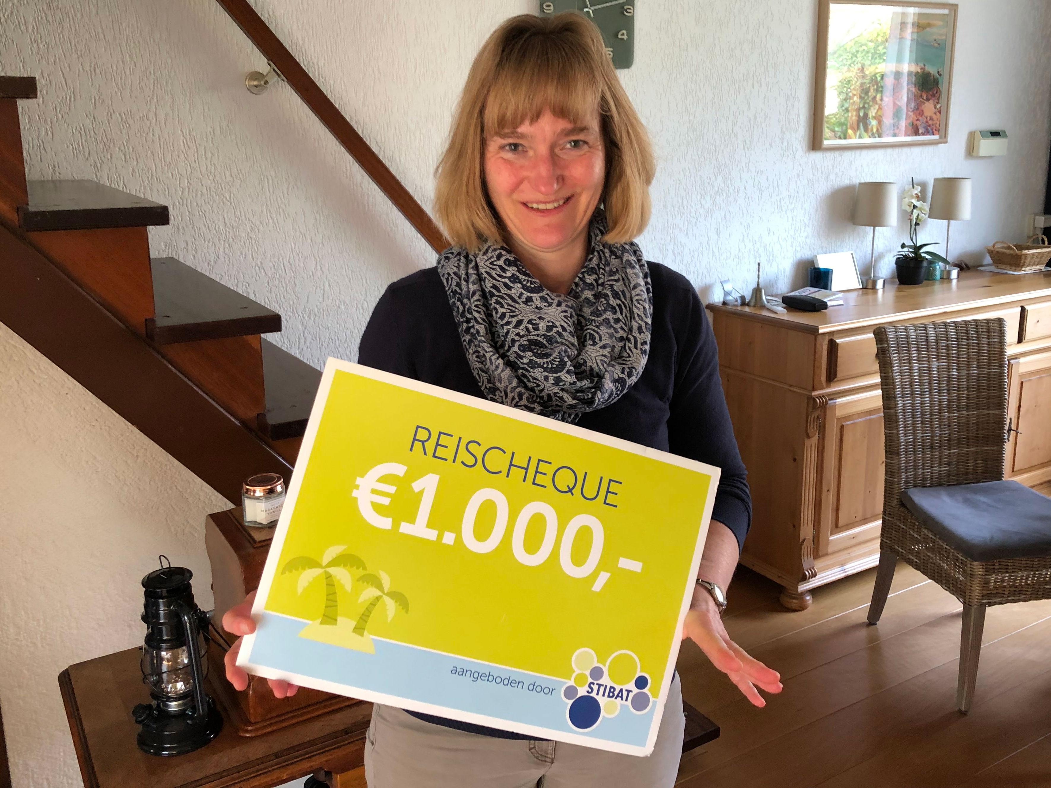 Astrid Van Dijk Uit Hoogvliet Wint Reischeque Met Inleveren Lege
