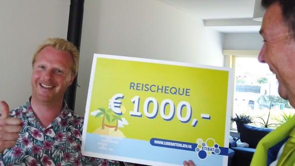 Erik Siebbeles uit Hilversum wint reischeque met inleveren lege batterijen