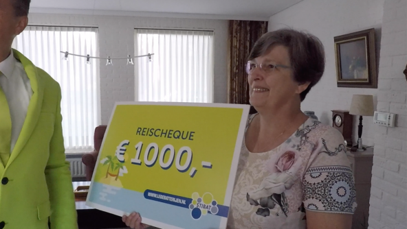 Anita Coolen uit Waalre wint reischeque met inleveren lege batterijen