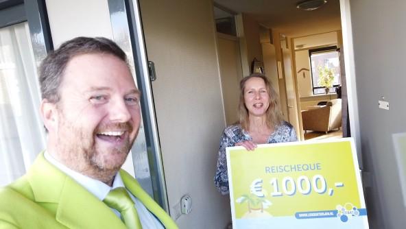 Mevrouw Elberse uit Utrecht wint reischeque met inleveren lege batterijen